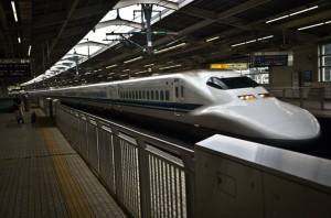 Laukiant shinkansen_greitojo traukinio