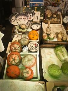 daržovių parduotuvėlėje..