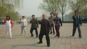 rytais parkuose kinai mankštinasi gausiai